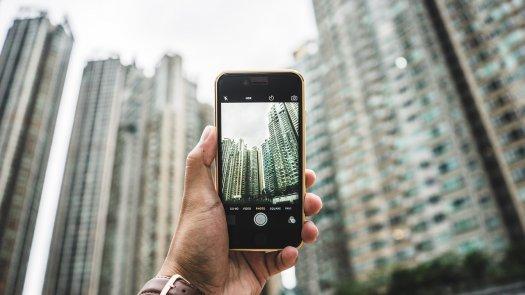 iPhone in der Hand eins Benutzers