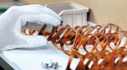 ROUNDUP/Starkes US-Geschäft: Brillenkonzern EssilorLuxottica hebt Prognosen an
