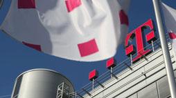 AKTIE IM FOKUS: Deutsche Telekom an Dax-Spitze - Bericht zu T-Mobile und Sprint