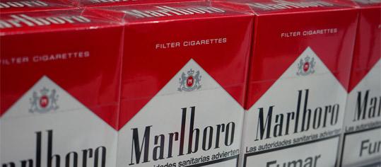 Zigarettenpackungen der Marke Marlboro.