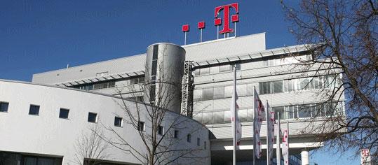 ROUNDUP: Deutsche Telekom schafft erstmals mehr als 100 Miliarden Euro Umsatz