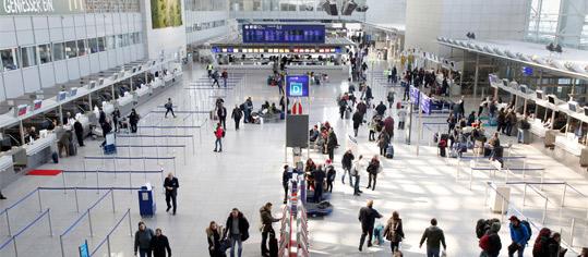 Passagier-Abfertigungs-Bereich im Terminal 2 Flughafen Frankfurt.