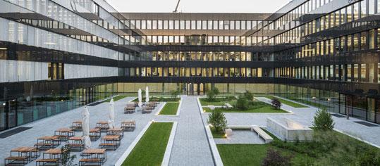 Außenaufnahme eines Münchener Rück Firmengebäudes