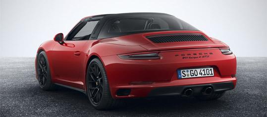 Porsche 911 GTS in rot.