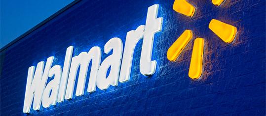 Walmart-Filiale bei Nacht