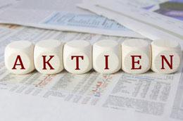 Bild von Buchstaben-Würfel die das Wort Aktien bilden